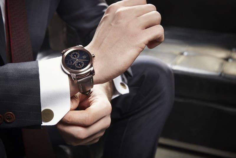 Фото часов на руке