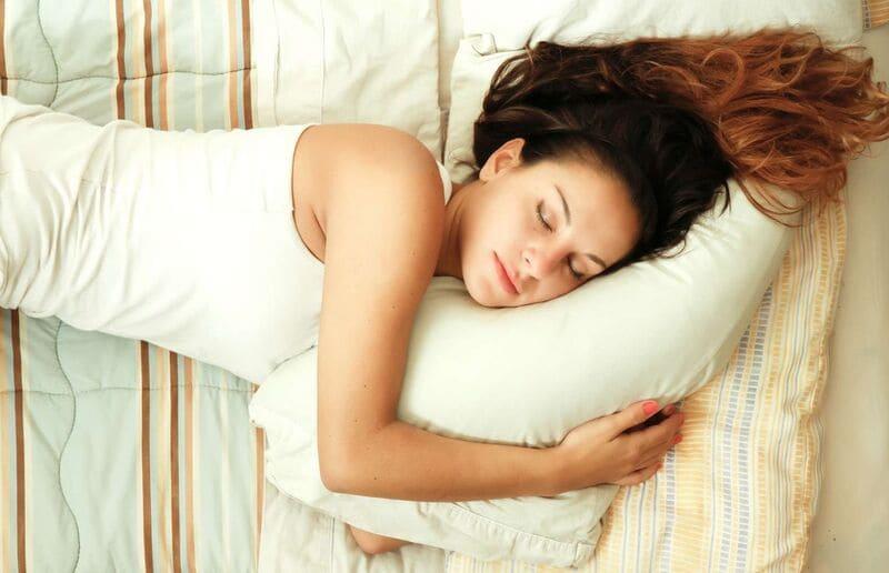 Фото спящей девушки